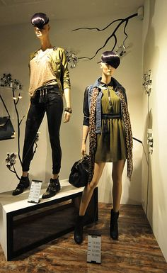 Stradivarius window displays Autumn 2012, Budapest visual merchandising