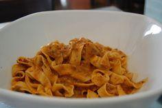 Ricetta delle pappardelle con sugo di coniglio dalla cucina toscana | Ricette di ButtaLaPasta