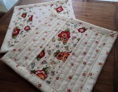 SuMmEr SaLe Mary Engelbreit Quilted Cotton Mug Rugs Set of 2 Reversible Washable… Mug Rug Patterns, Quilt Patterns, Quilted Coasters, Cute Mugs, Mug Rugs, Christmas Items, Hot Pads, Quilting Projects, Tea Towels