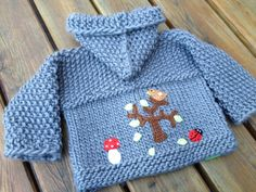 Handgestrickte Babyjacke aus 100% Schurwolle, in extradick !  Mit angestrickter Kapuze !  Diese Jacke ist grau !     So eine Jacke braucht man (Baby) das ganze Jahr !   Sie wird erst nach...