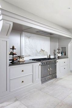 Kitchen Remodel & Decor - Money-Saving Kitchen Renovation Tips - Ribbons & Stars Elegant Kitchens, Luxury Kitchens, Home Kitchens, Custom Kitchens, Small Kitchens, Dream Kitchens, Classic Kitchen, New Kitchen, Kitchen Decor