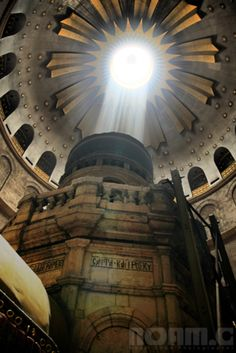 Thank You God for Showing Your Almighty Presence at the Church of the Holy Sepulchre - Jerusalem, Israel. Jerusalem, Naher Osten, Visit Israel, Israel Travel, Church Architecture, Cathedral Church, Old Churches, Holy Land, Place Of Worship