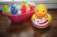 Traktatie badeendje (eendje met een danoontje er onder) meisje 1 jaar