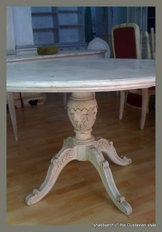 gorgeous detail on this old table, looks like acanthus leaves.