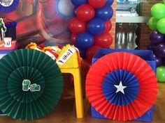 Market place, decoracion Avengers, globos, abanicos y muchos detalles, los vengadores, Hulk, Iron man, Thor y capitán América, caja de regalos