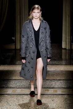 See the entire collection from the Aquilano.Rimondi Fall 2014 Ready-to-Wear runway show. Runway Fashion, Fashion Show, Fashion Looks, Fashion Design, Milan Fashion, Women's Fashion, Cool Coats, Fashion Colours, Fashion Images