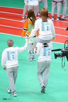 Relationship Goal: Have your boyfriend, Woozi, hold your hand while riding Mingyu XD