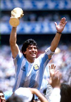 11.928 fotos e imágenes de Diego Maradona Fotos - Getty Images Best Football Players, Soccer Players, Soccer Pro, Sport Football, Maradona Tattoo, Maradona Football, Fifa, Football Images, Sports Images