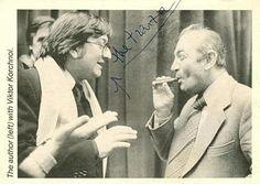 Grand-maître et auteur prolifique de livres sur les échecs, il fait face à Viktor Kortchnoï sur cette photo en 1985 . Mais quel est son nom ? https://lnkd.in/dz4F5Hz