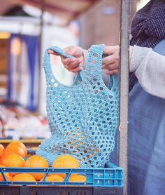 Gehaakte boodschappentas gemaakt door Wolplein. Heel leuk haakpatroon voor een reuze handige tas die altijd van pas komt.