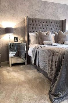 A Stunning Wallpaper suitable for any living area. A subtle glitter adds that extra glam. Homedecor Home Wallpaper ilovewallpaper 517702919662645825 Room Wall Decor, Home Decor Bedroom, Modern Bedroom, Bedroom Ideas Grey, Silver Bedroom Decor, Grey Home Decor, Master Bedrooms, Master Suite, Beach Bedding Sets