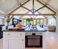The grounds invade the living room! Open Plan Kitchen Dining Living, Barn Kitchen, Living Room Kitchen, Home Decor Kitchen, Kitchen Interior, Home Kitchens, Kitchen Design, Dining Rooms, Kitchen Extension Oak