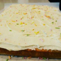 Nigellas' vanilla sponge is the best!! Yum. When I get the urge to bake!!!