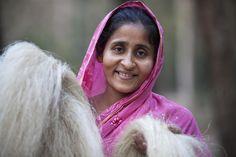 Nargish Begum, making twine in Bangladesh - Fair Trade