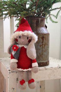 Ravelry: Kanin-tomte pattern by Charlotte Larsson Christmas Hanukkah, Christmas Gnome, Xmas, Crochet Christmas, Crochet Bunny, Crochet Animals, Crochet Dolls, Advent, Christmas Tree Decorations