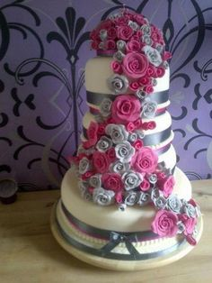Spectacular wedding cake with roses