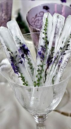 Ice Sticks with Lavender. could also use Rosemary. DIY Lavender Recipes and Project Ideas - Lavender Tall Ice Sticks - Food, Beauty, Baking Tutorials, Desserts and Drinks Made With Fresh and Dried Lavender - Savory Lavender Recipe Ideas, Healthy and Veg Food On Sticks, Stir Sticks, Lavender Recipes, Lavender Ideas, Lavender Quotes, Lavender Crafts, Rosemary Recipes, Think Food, Ideias Diy