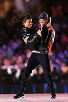 Hrithik Roshan and Priyanka Chopra add glamour to the opening ceremony of ISL | PINKVILLA
