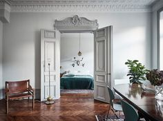 13 of the most beautiful double doors in the world. From modern to classic interior doors with style. Classic Interior, Best Interior, Home Interior Design, Interior And Exterior, Interior Doors, Armoire Ikea, Ideas Hogar, Shabby Chic Style, Boho Chic