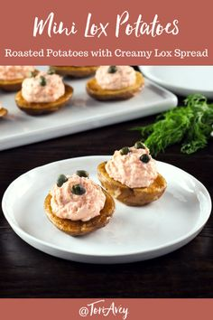 Mini Lox Potatoes - Roasted baby potatoes with lox cream cheese spread and capers, lightened up with Greek yogurt. Potato Appetizers, Gluten Free Appetizers, Yummy Appetizers, Appetizer Recipes, Easy Hors D'oeuvres, Cream Cheese Spreads, Kosher Recipes, Baby Potatoes, Food Garnishes