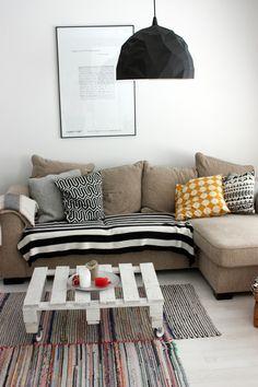 Um lookque tem vindo a aparecer cada vez mais e que gosto particularmente, são os tapetes sobrepostos ou em camadas. Ideais para ambientes ...