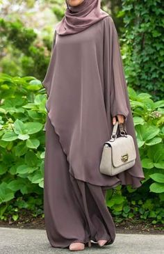 A collection of dressy abayas chic and stylish abayas for formal occasions. we offer abaya maxi dress, and best abaya dress for sale buy abaya dress online. Abaya Fashion, Muslim Fashion, Modest Fashion, Fashion Dresses, Mode Abaya, Mode Hijab, Habits Musulmans, Abaya Designs, Modest Wear