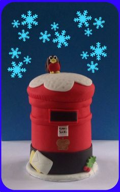 Winter postbox Christmas cake with robin
