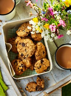 Our chocolate peanut flapjack cookies are almost too pretty to eat. Pop into a wicker basket for a perfect picnic treat Gooey Cookies, Biscuit Cookies, Biscuit Recipe, Chocolate Peanut Butter Cookies, Peanut Butter Cookie Recipe, Cookie Recipes, Buttery Biscuits, Chocolate Peanuts, Health Eating