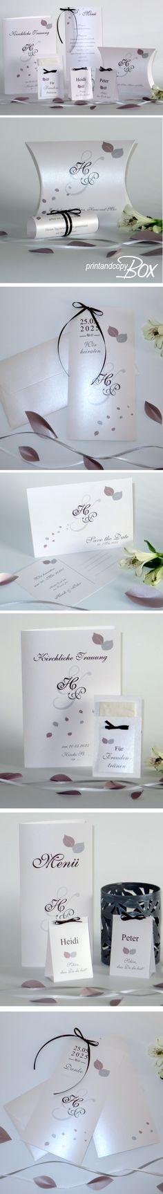 Schlichte Eleganz strahlen diese Hochzeitseinladungen aus. Zarte Blätter und die Initialen bilden zusammen ein wunderschönes Design. Die passenden Menükarten, Tischkarten, Kirchenhefte und Freudentränen findet Ihr ebenfalls im Onlineshop. Brautpaare, die das Schlichte mögen, werden diese Hochzeitskarten lieben. #hochzeit #hochzeitsidee #blätter #design #trendy