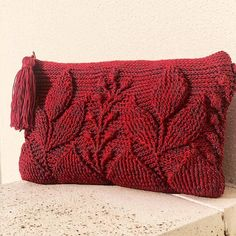 Look at this clutch version of my Spica Bag Pattern made by Maria Rosaria Annunziata! I absolutely love it! 😍😍😍 Swatch to the second image…