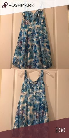 Colorful, floral, fit and flare dress This dress fits perfectly and is great for fall, summer, or spring! Dresses