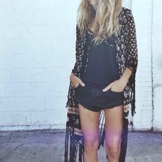 black denim shorts & kimono bohemian boho style hippy hippie chic bohème vibe gypsy fashion indie folk look outfit