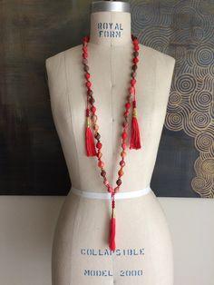 Long Beaded Tassel Necklace por ARoxDesign en Etsy