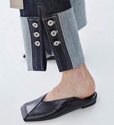 Stylish Women's Flat Square Toe Slip On Shoes Casual Leisure Leather European Fashion Moda, Denim Fashion, Fashion Shoes, Womens Fashion, Jeans Recycling, Fashion Details, Fashion Design, Look Chic, Shoe Brands