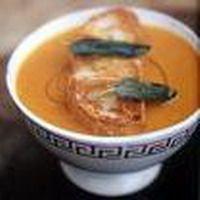 Recepten en zo: Jamie Olivers pompoensoep met croutons, en dan geen croutons maar met geraspte kaas erop. Echt mijn favoriet!