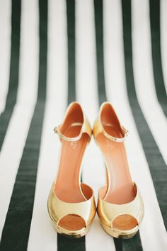 Gucci wedding shoes / Photo by onelove photography Prom Shoes, Shoes Heels, Pumps, Bridal Shoes, Wedding Shoes, Wedding Pins, Wedding Dresses, Turquoise Bridesmaid Dresses, Peep Toe