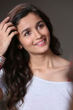 Alia Bhatt It's So Very Sweet Smile is cute look 💖 Beautiful Bollywood Actress, Beautiful Indian Actress, Beautiful Actresses, Bollywood Heroine, Bollywood Girls, Bollywood Stars, Indian Celebrities, Bollywood Celebrities, Men's Fashion