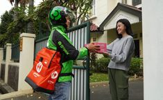 The collaboration program between Gojek and the Bandung City Government (Pemkot), Sahabat Sekolah 3.0 is officially closed. This part of GoGreener's program has collected 2.7 tonnes of plastic waste for recycling. Since running from 1 February to 31 March 2021, the Sahabat Sekolah 3.0 program has provided education about the culture of healthy living and […] The post Gojek and Bandung City Government Collect Plastic Waste for Recycling appeared first on MIME ASIA.