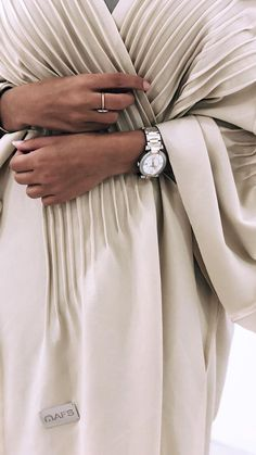 Modest Fashion Hijab, Abaya Fashion, Muslim Fashion, Fashion Dresses, Modern Abaya, Look 2018, Outfit Look, Abaya Designs, Fashion Details