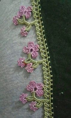 This post was discovered by Serpil Sucu. Discover (and save!) your own Posts on Unirazi. Crochet Boarders, Crochet Lace Edging, Cotton Crochet, Filet Crochet, Crochet Flowers, Crochet Baby, Knit Crochet, Embroidery On Clothes, Hand Embroidery