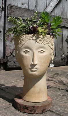 Isis Large Head Planter