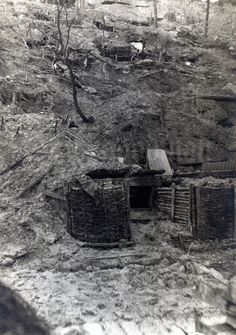 Divided reverse. No correspondence. Unknown location, possibly the Argonne Sector. The entrance to a German dugout. Bad ventilation and dampness were a permanent problem in the dugouts. Such small entries led down a narrow staircase into the underground shelter.