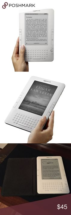 """Kindle Wireless Reading Device, FREE 3G!! 6"""" Ink Display, white. Perfect working condition, no scratches. Comes in original amazon black leather case Amazon Accessories"""