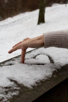 Snow heart - who doesnt love some gushy winter photography? Snow heart - who doesnt love some gushy winter photography? Winter Love, Winter Snow, Winter Christmas, 2015 Winter, Christmas Door, Merry Christmas, Adorable Petite Fille, Winter Pictures, Winter Beauty
