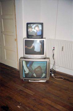 "rendezv-ous: ""my-fuckedup-won-der-land: ""✥✝Grunge/Disp☹sable✝✥ "" i got free pizza and cigarettes ✞ "" Urbane Fotografie, Nam June Paik, Grafik Design, Film Photography, Wall Collage, Aesthetic Pictures, Aesthetic Wallpapers, Art Inspo, Artsy"