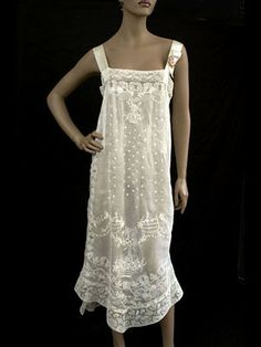 Nightgown, Boué Soeurs, hand-embroidered trimmed with handmade filet lace, via Vintage Textile Pretty Lingerie, Vintage Lingerie, Vintage Lace, Purple Lingerie, Vintage Ideas, Antique Lace, Vintage Costumes, Vintage Outfits, Vintage Fashion