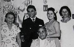 Casamento de Dominguinhos com Janete da Silva Moraes, mãe de Mauro Moraes e Madalena (já falecida) em 1958 na cidade de Nilópolis. A sogra dele era a dona da Tinturaria Silva, onde ele trabalhou como entregador. A noiva é a primeira à direita.