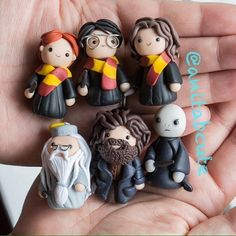 Fantastic Totally Free Polymer Clay Crafts harry potter Tips Die HP-Bande – Polymer Clay Figures, Cute Polymer Clay, Cute Clay, Polymer Clay Miniatures, Polymer Clay Projects, Polymer Clay Creations, Arte Do Harry Potter, Harry Potter Charms, Theme Harry Potter