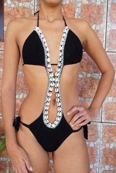 FEITO COM UM FIO ELASTICO E ESPECIAL PARA BANHO, BORDADO COM BÚZIOA E MIÇANGAS, FEITOS NOS TAMANHO P,M E G, COR A ESCOLHA DO CLIENTE. Crochet Monokini, Crochet Bikini, Monokini Swimsuits, Swimwear, Crochet Lace Edging, Crochet Woman, Cute Bikinis, Crochet Fashion, Crochet Clothes