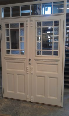 Modum industri AS Front Door Paint Colors, Painted Front Doors, House Entrance, China Cabinet, Interior And Exterior, Beautiful Homes, Villa, Storage, Koti